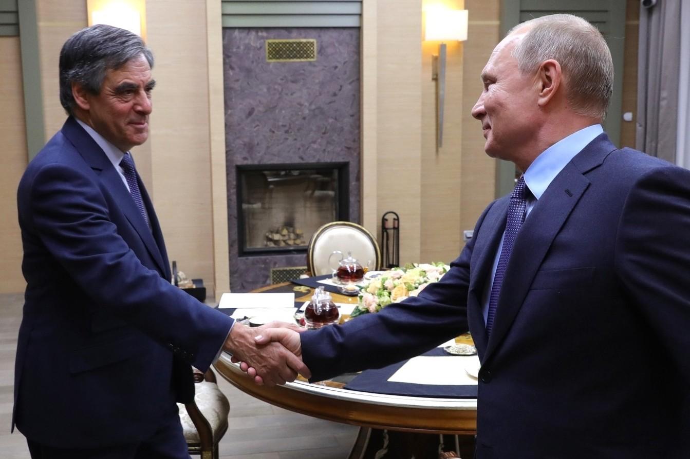 СМИ удалось установить имя загадочного приятеля, который приезжал ночью к Путину