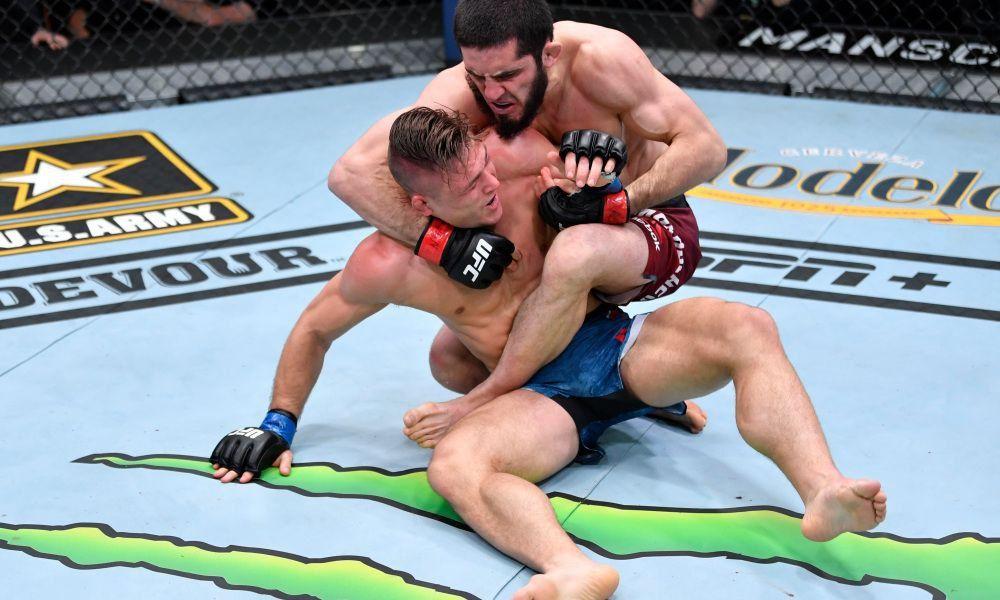 Махачев добыл уверенную победу над Добером в рамках состязаний UFC 259